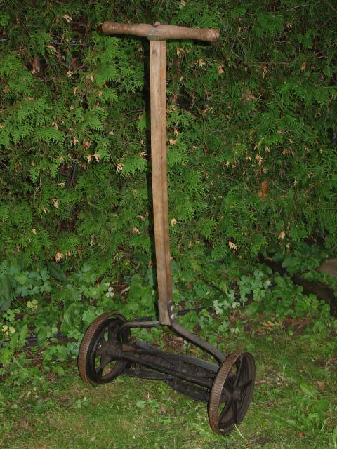 Antique Maytag 3 wheeled push mower ? [Archive] - MyTractorForum